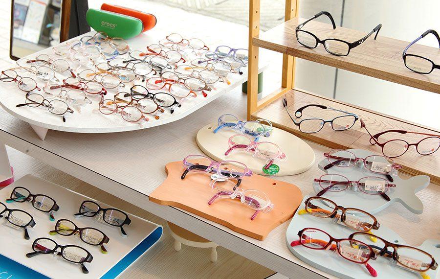 子ども用の眼鏡の写真
